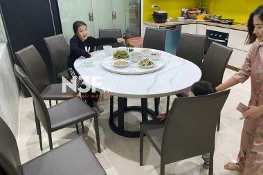 Bàn giao bộ bàn ăn tròn thông minh, mặt đá ceramic tại Thanh Trì – HN